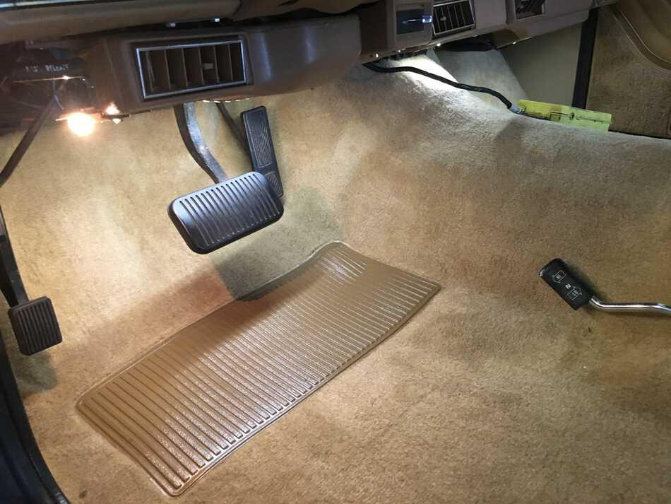 LEDs jeep-grand-wagoneer-carpet-install