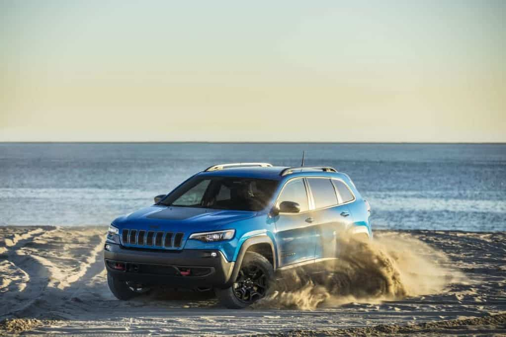 The 4 Best Jeeps for Teenagers, Are Jeeps safe for teenage drivers? top safety features, top safety picks #JeepLife #Jeep