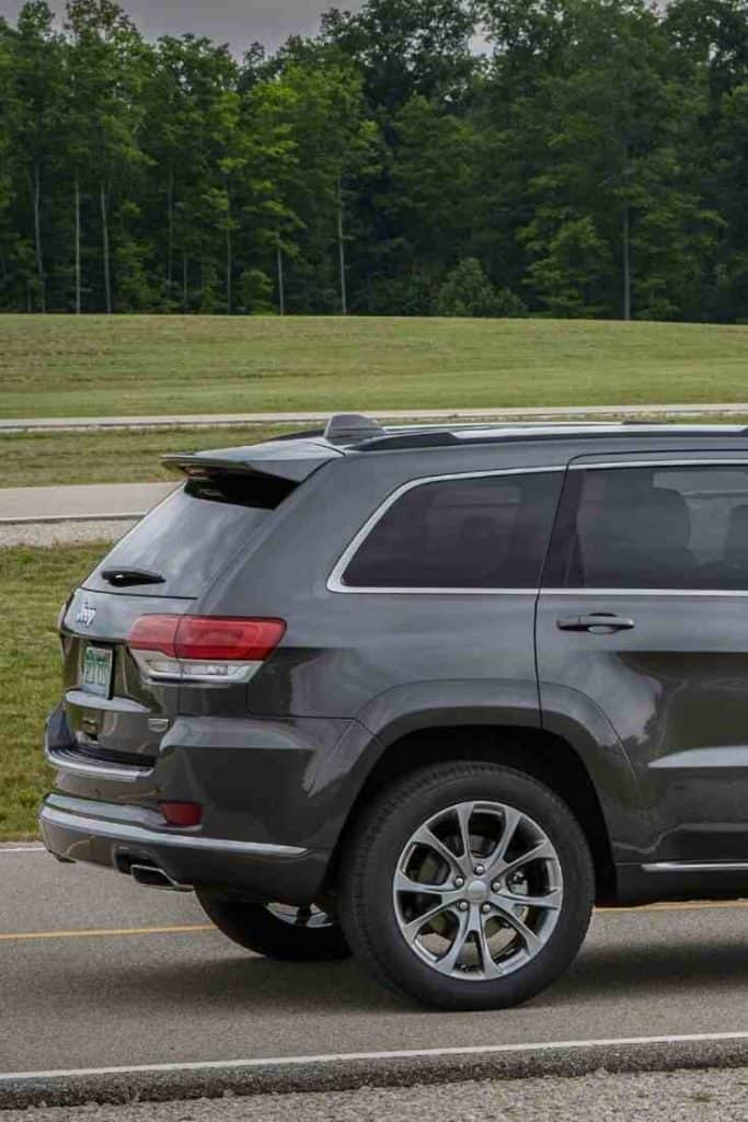towing a boat with a 2020 Jeep Grand Cherokee