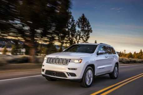 What Boats Can a Jeep Grand Cherokee Tow? [18 Examples]