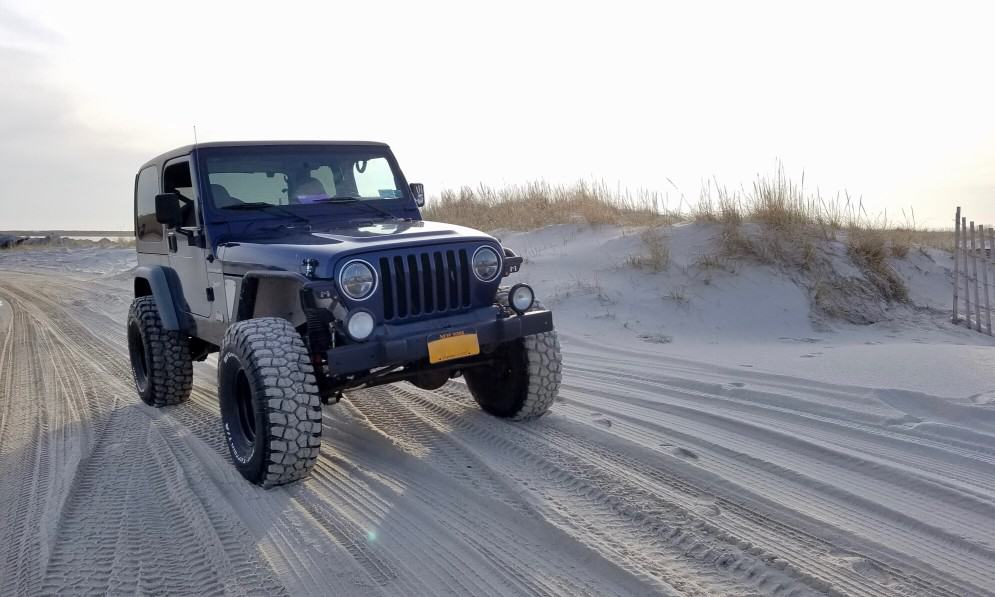 Jeep Wrangler Offroad in the Sand - Tires