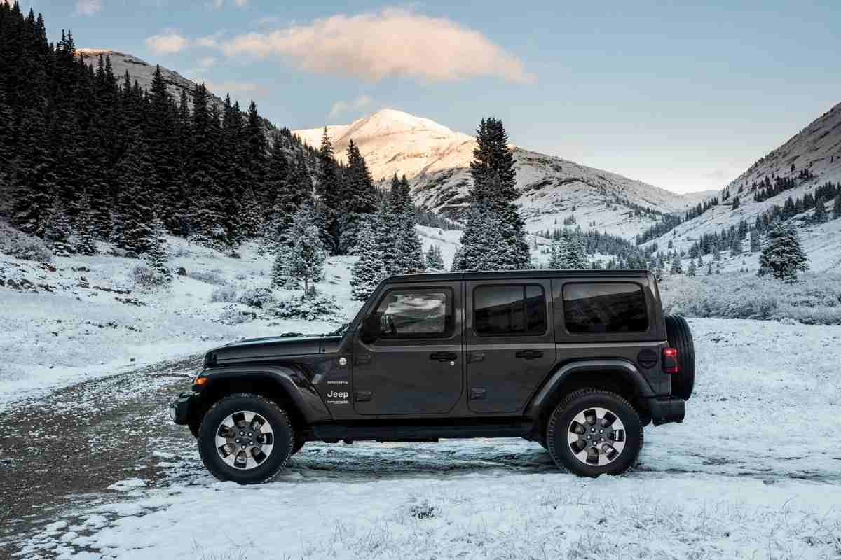Can You Fit Skis or Snowboards In a Jeep Wrangler? #Jeep #Jeeplife #skiing #snowboarding #adventure #familyvacation #rentalcar #JeepJL #Wrangler