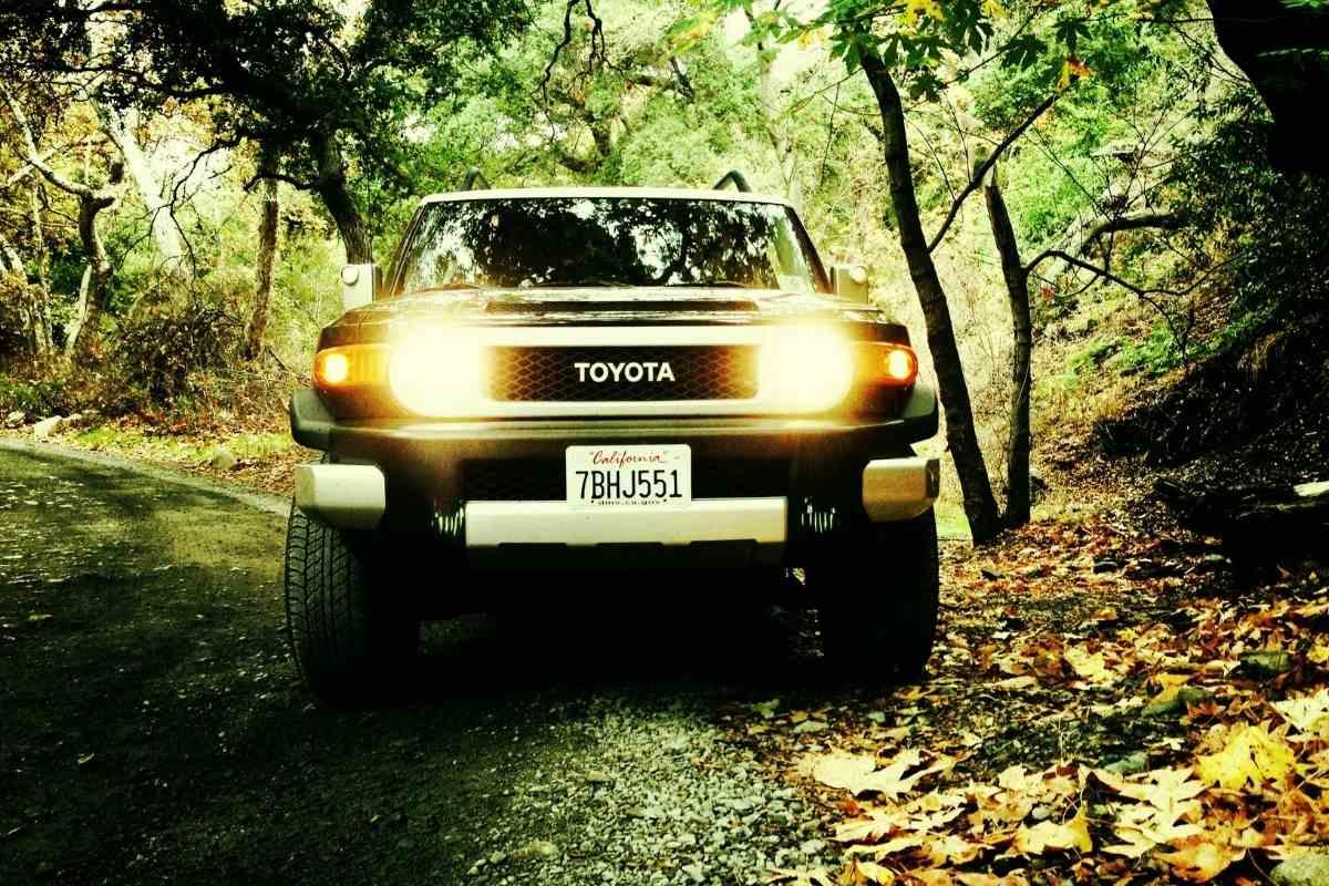 FJ Cruiser Headlight Upgrade HID vs LED How to Install New Headlights on Toyota FJ Cruiser? #toyota #FJCruiser #4x4 #suv