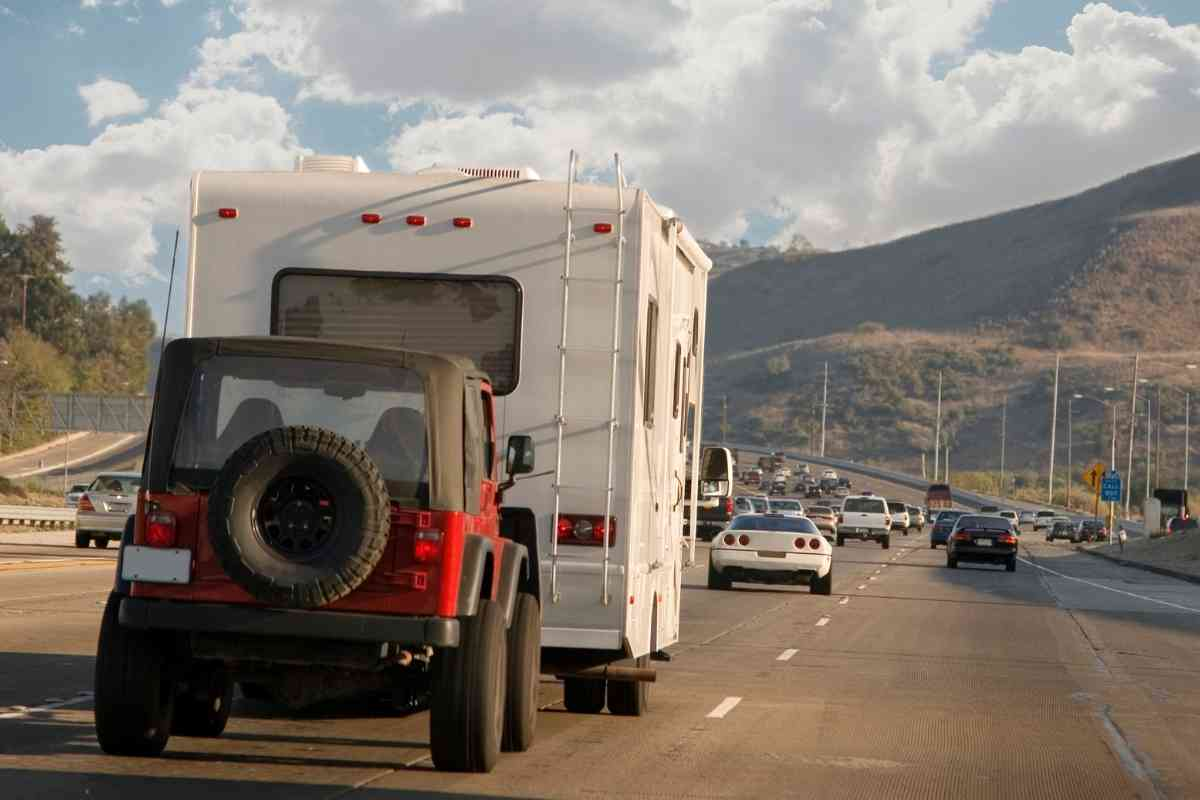 Which Vehicles Can Be Flat Towed? [2020 Edition] #Jeep #trucks #ford #chevy #ram #Toyota #gmc #nissan #camper #rv #offroad #camping #overlanding #overland