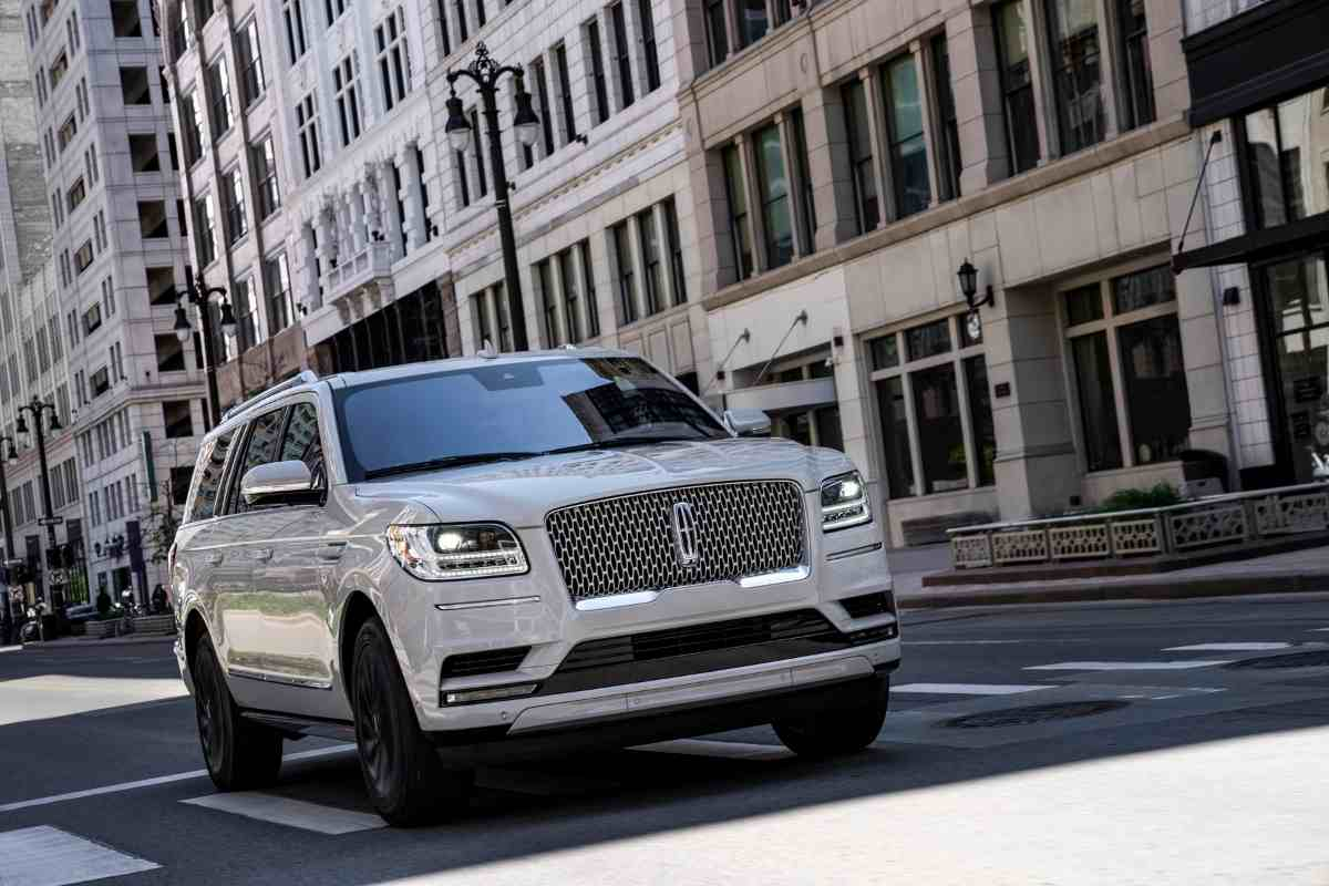 Can a Lincoln Navigator pull a Camper?