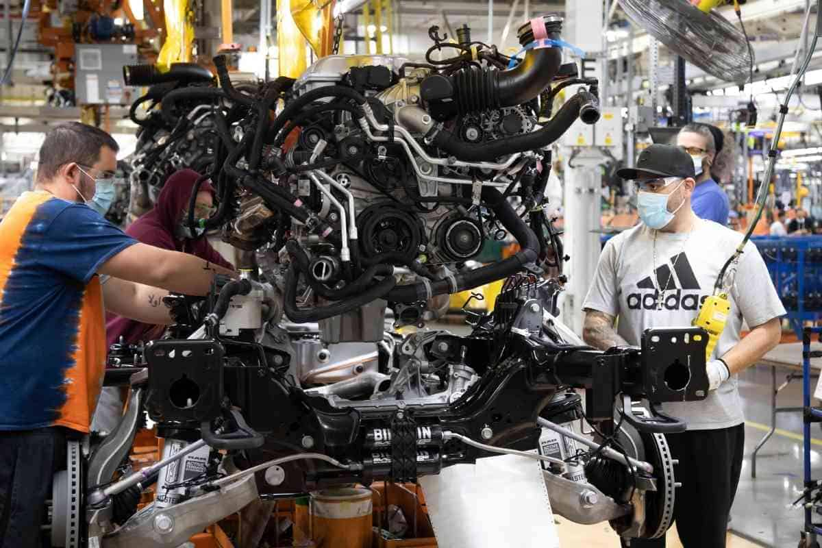 How Much Does It Cost To Replace a 5.7 Hemi Engine?