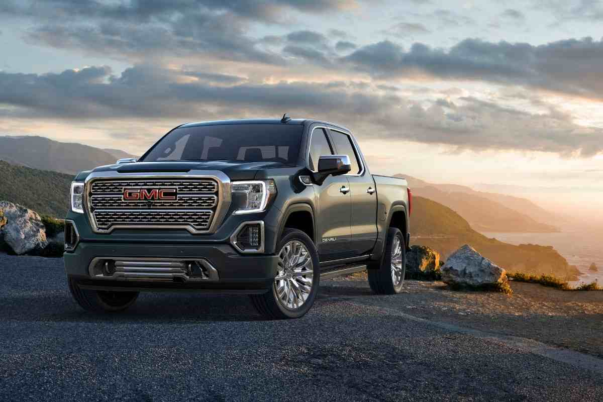 What is the difference between SLT and SLE in the GMC Sierra?
