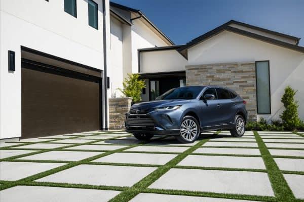 What Midsize SUV Gets The Best Mileage? Toyota, Honda, GMC, Mitsubishi, Kia, FOrd, Subaru, and Mazda.