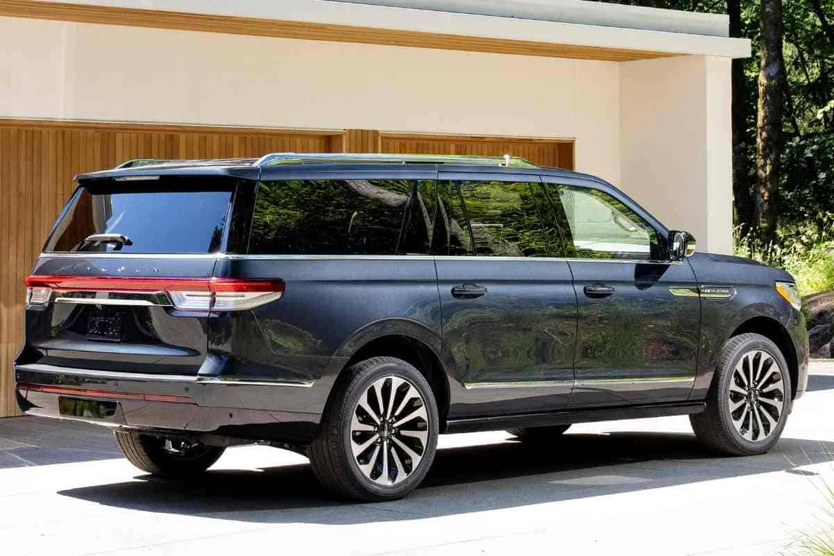 What is the Difference Between Ford Expedition and Lincoln Navigator?