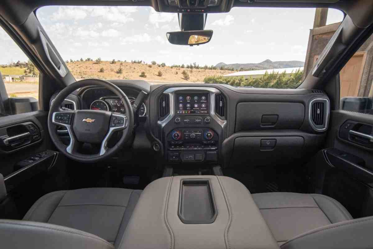 Difference Between a Chevy 2500 and a Chevy 2500HD